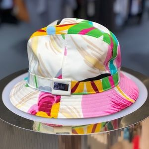5d8bef91588 Authentic Gucci floral bucket hat for sale